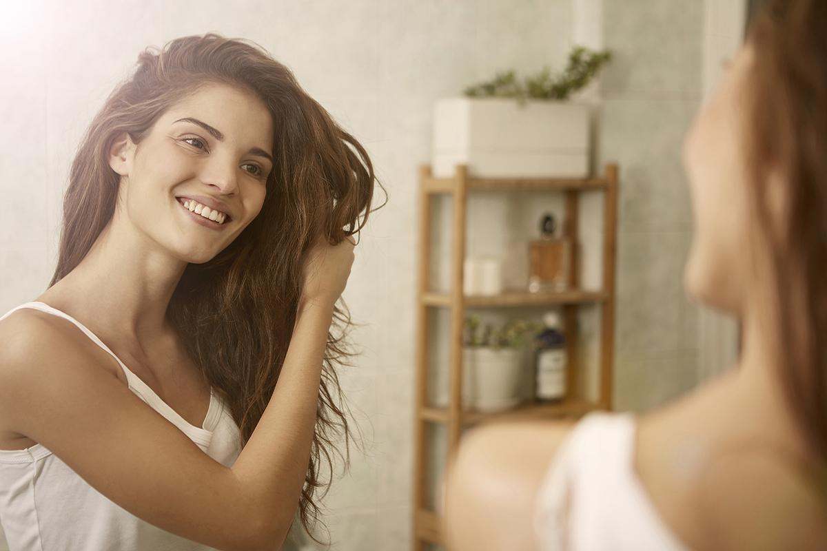 Alimentos para el cabello frágil y sin brillo